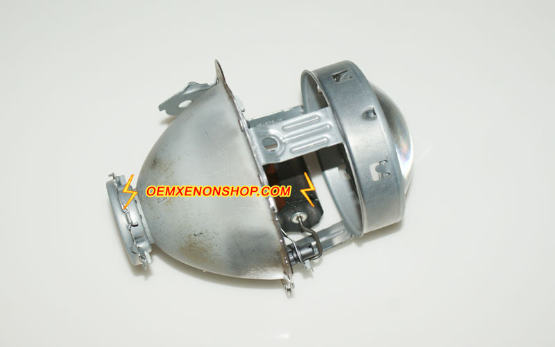 Mercedes benz c207 original bi xenon headlight stopped for Mercedes benz low beam bulb